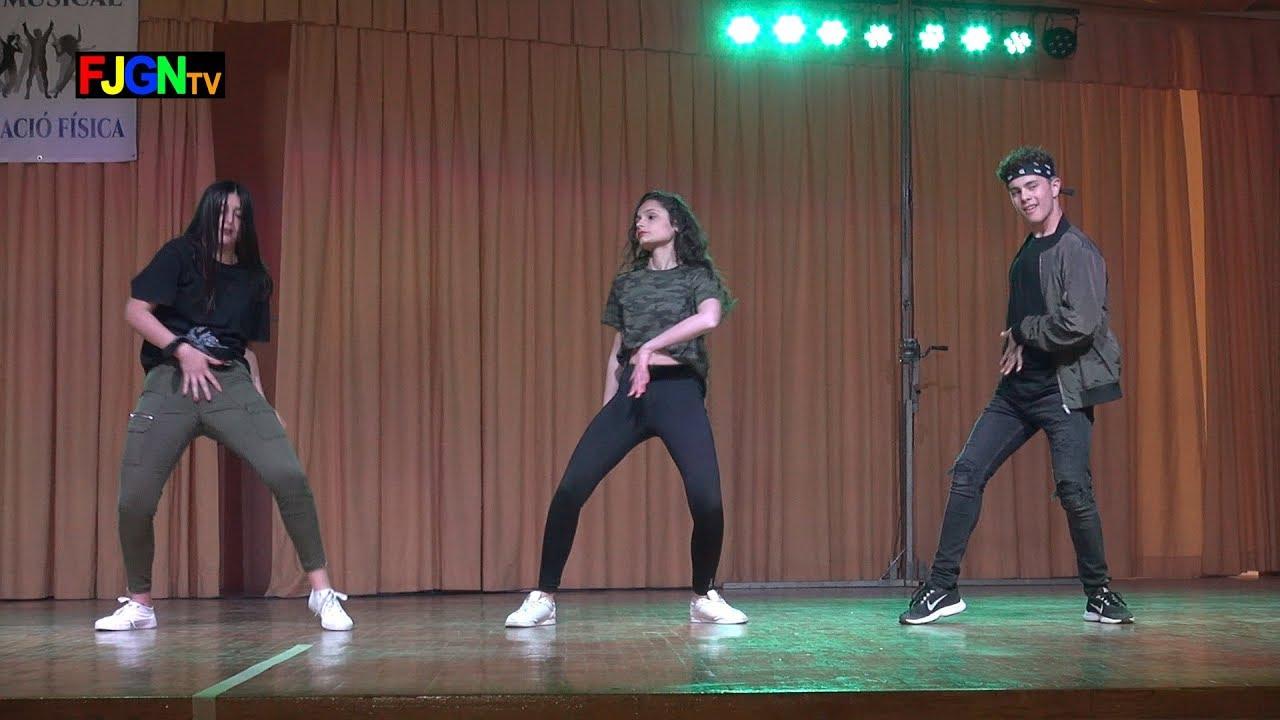 10. Urban Remix Ángela, Alba, Jordi y Sofia - Bailes Educacion Fisica 2019 IES Nules