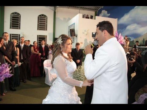 Baixar Casamento  - noivo cantando  Não há limites 4x1 - emocionante!!!