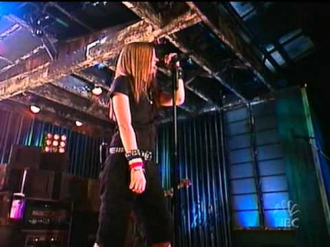 Baixar Avril Lavigne - Sk8er Boi - Live @ Late Night with Carson Daly [10.12.02]