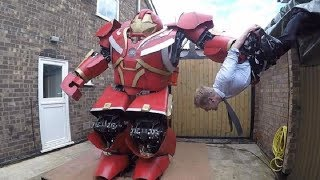 小夥腦洞大開,親手打造鋼鐵俠反浩克裝甲,能徒手抓起壹個成年人