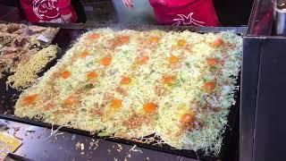 キャベツ焼 難波店のキャベツ焼き!お好み焼きのちっちゃい版?豚肉入りが美味しい!Cabbage grilled  Okonomiyaki tiny version?