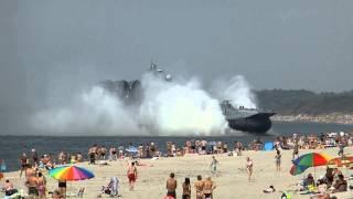 550-tons tung hovercraft crasher badestrand i Rusland