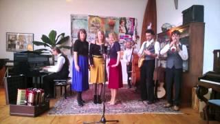 Bekijk video 2 van Swing Sisters op YouTube