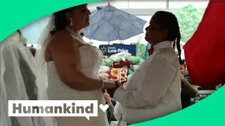 Couple gets married in Walmart