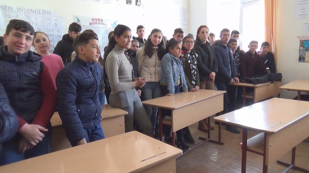 Карабах: чиновники уговорили школьников прекратить забастовку