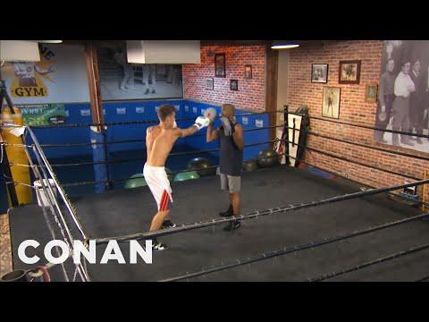 Задолжително: Џастин Бибер реши да тренира бокс! Ова е снимката од првиот тренинг!