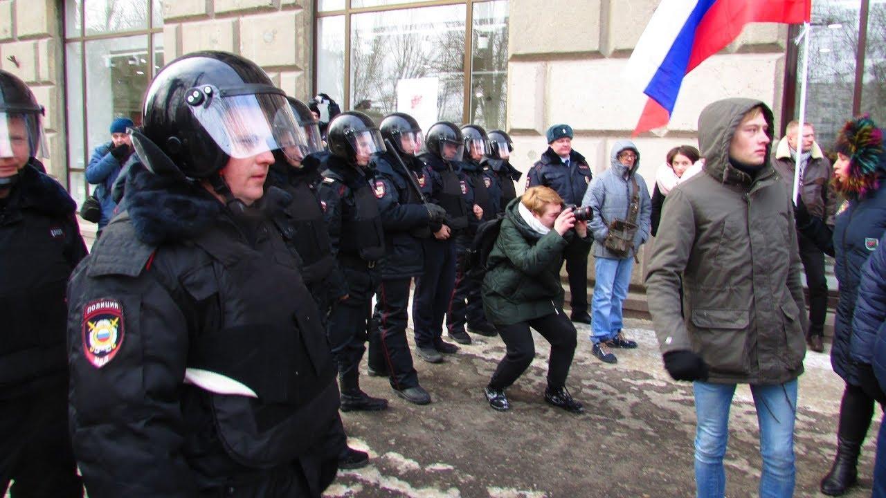 Шествие сторонников Навального в Волгограде встретил ОМОН