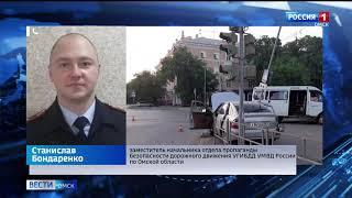 В Омске выясняют обстоятельства аварии с участием пассажирского микроавтобуса