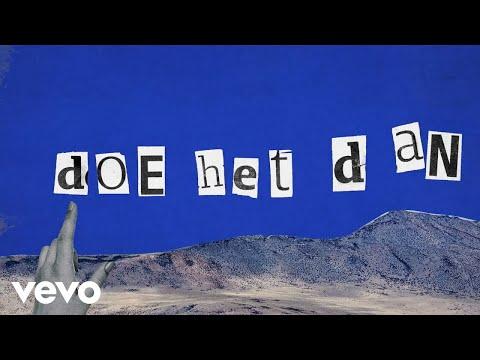 Lyric Video by Jeroen Zondag - Studio // Zondag   2021, Altijd Wakker BV exclusively distributed by Sony Music Entertainment Netherlands B.V.   -------------------------------------------------------------------------------   Lyrics  Ga maar staan dan Blijf niet langer binnen Je moet weer beginnen Ach je weet het weet het weet het   Kijk me aan dan Alles ligt open Je mag weer hopen Op iets beters beters beters  En je weet het Je hebt al zoveel verloren Maar de weg ligt voor je Kilometers meters meters  Je bent vrij Om elke kleur te bekennen Het is tijd Dat ze zien wie je bent  Dus doe het dan Praat er niet meer over Maar doe het dan Twijfel nou niet langer Maar doe het dan  Doe het dan Ik breng je tot het randje Maar doe het dan Ik geef je nog een zetje Maar doe het dan  Heb je even Jij hebt niks te verliezen Je mag alles kiezen Ach je weet het weet het weet het  Het is echt zo Het is niet te geloven En zonder verdoven Dus je weet het weet het weet het  Je bent vrij Om elke kleur te bekennen Het is tijd Dat ze zien wie je bent  Dus doe het dan Praat er niet meer over Maar doe het dan Twijfel nou niet langer Maar doe het dan  Doe het dan Ik breng je tot het randje Maar doe het dan Ik geef je nog een zetje Maar doe het dan  Doe het dan Praat er niet meer over Maar doe het dan Twijfel nou niet langer Maar doe het dan  Dus doe het dan Praat er niet meer over Maar doe het dan Twijfel nou niet langer Maar doe het dan  Doe het dan Ik breng je tot het randje Maar doe het dan Ik geef je nog een zetje Maar doe het dan  Doe het dan Doe het dan Ik geef je nog een zetje Maar doe het dan