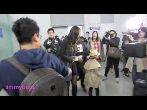 121109 [FANCAM] SNSD departing Incheon to L.A.
