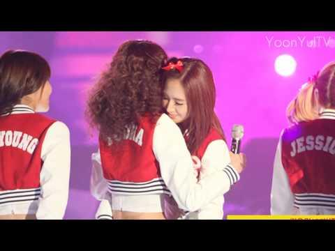 SNSD YoonYul 윤율 Moment #41 - Yoona loves Yuri 유리 윤아 사랑 100203  Seoul Music Awards HD
