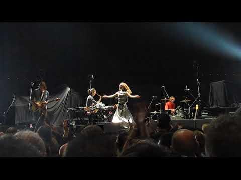 Pumarosa - Priestess - Live at Unipol Arena Bologna 13/12/2017