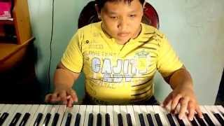 Quan Huy đàn organ bài Con bướm xuân
