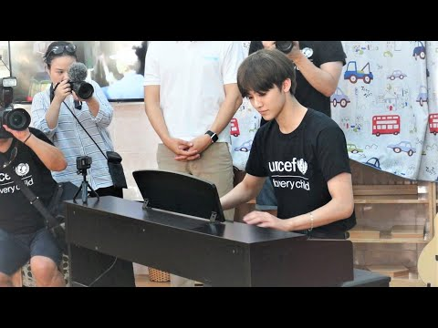 181029 NCT Jaemin playing piano in Vietnam // River flows in you