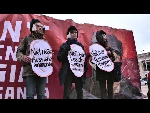 Ukrainian students in Kiev protest against Russian 'propaganda'