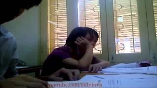 Nữ Sinh Ngang Nhiên Ngủ Gật Ngay Trong Lớp