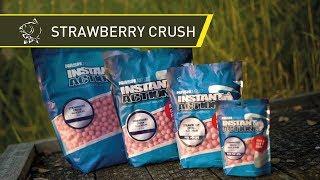 Puść film zestawu Nash Instant Action Strawberry Crush Pop-up - Pływające Kulki Proteinowe