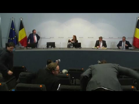 Belgium to hire 2,000 call centre staff to track COVID-19 cases photo