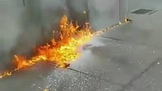 Zalijepio je petardu za sprej za kosu, a onda zapalio. OVAKO NEŠTO NISMO OČEKIVALI! (VIDEO)