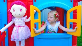Настя и Кукла построили новый детский дом Nastya and Doll Pretend Play in Playhouse for children