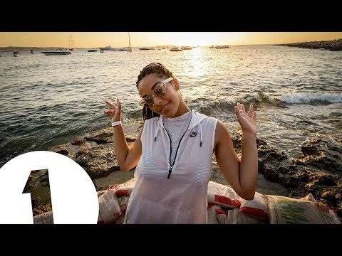Jorja Smith live at Café Mambo for Radio 1 in Ibiza 2017