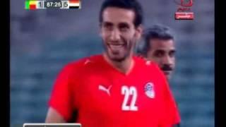 لقطة طريفة لحظة تغيير ابو تريكه من مباراة مصر وبنين