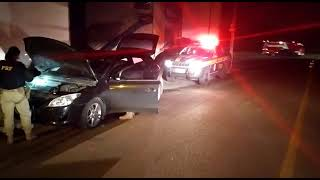 PRF prende criminoso com carro roubado e clonado na BR-290, em Eldorado do Sul