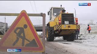 Для уборки снега на улицы Омска вышла спецтехника