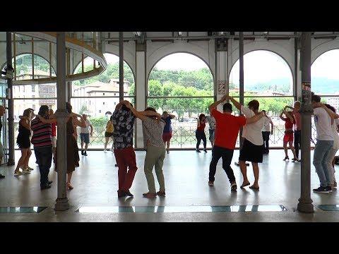 Tolosalsako kideek dantza latindarrak erakutsi dituzte Zerkausian