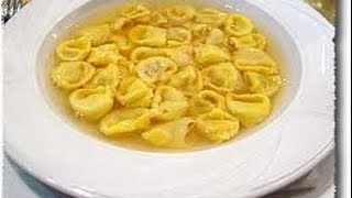Ricetta veloce ravioli al brodo di carne,Quick recipe ravioli with meat broth,快速配方餛飩肉清湯,