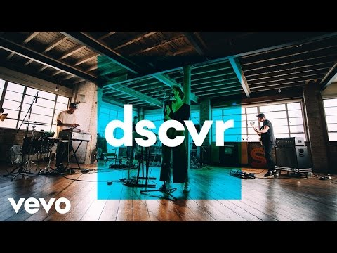 Fickle Friends - Cry Baby - Vevo dscvr (Live)
