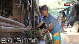 Brigada: 12 anyos na bata, nagbubuhat at nagbebenta ng saging para may pambaon sa paaralan