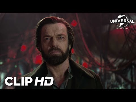 MORTAL ENGINES - Clip 3