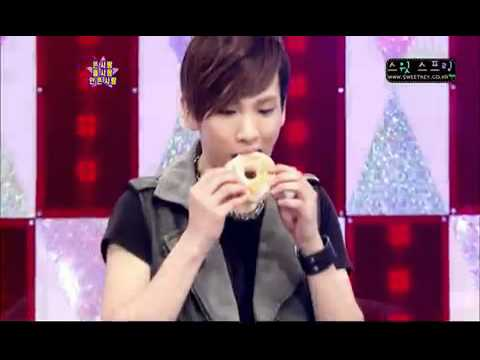 SHINee Key eating donut