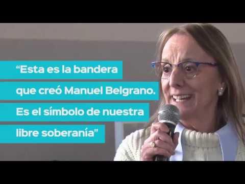 """""""La Bandera es el símbolo de nuestra libre soberanía"""""""