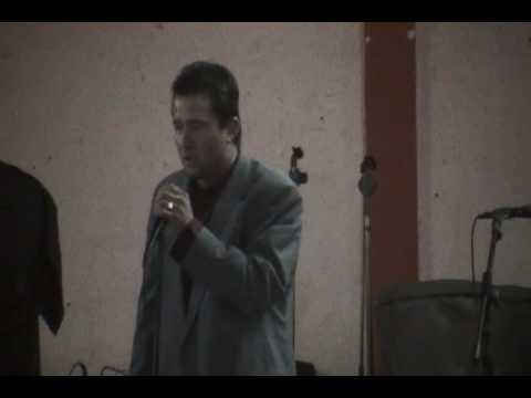 walter cantando en el barro