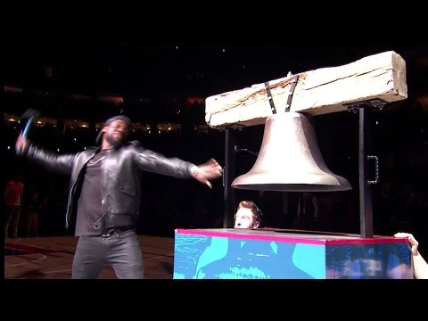 Kevin Hart Rings in the Bell Before the 76ers Game!!!