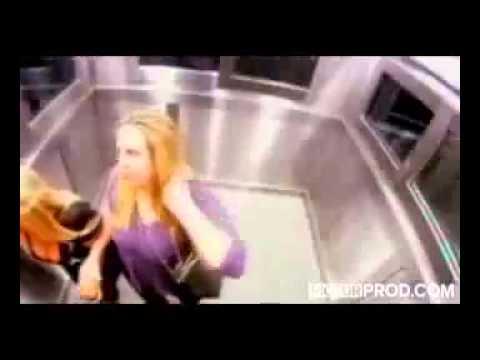 la petite fille qui fait peur dans l 39 ascenseur au br sil youtube. Black Bedroom Furniture Sets. Home Design Ideas