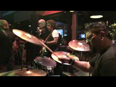 "Adrian Smith (Iron Maiden) Playing ""Crossroads"""