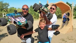RC TRUCK Silly Fun GIANT RAMP TRICKS! Carl and Jinger