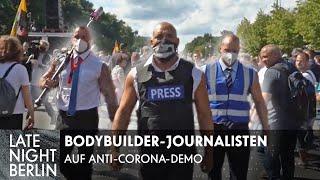 Klaas schickt Bodybuilder-Journalisten auf Anti-Corona-Demo   Late Night Berlin   ProSieben