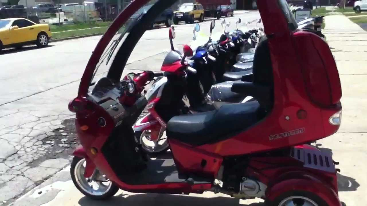 auto moto enclosed scooter autos post. Black Bedroom Furniture Sets. Home Design Ideas