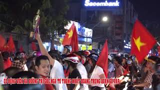 Co Dong Vien Ra Duong Mung Viet Nam Vo Dich