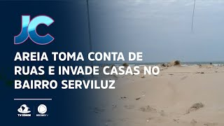 Areia está tomando conta das ruas e invadindo as casas no bairro Serviluz