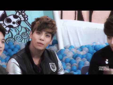 Jonghyun eye contact
