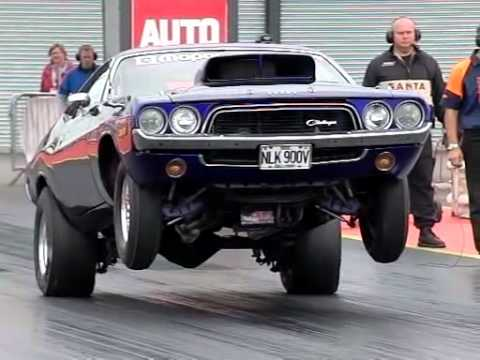 Wheeling en slow motion d'une Dodge Challenger 74
