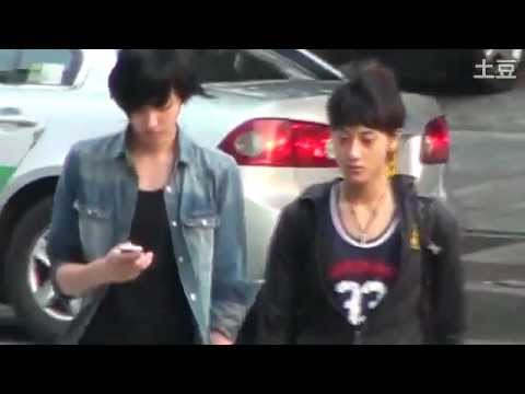 FANCAM Pre Debut - 110710 EXO M Tao & Kris walking on street.mp4