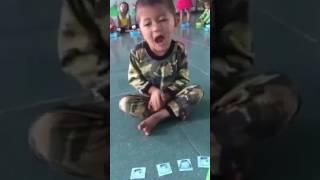 Cậu bé tập đếm cuồng số 3