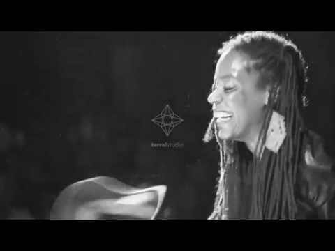 Say It Extraño - Extraño Weys feat. Akua Naru