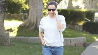 Jennifer Garner Takes An INTENSE Phone Call ... Is Ex Ben Affleck On The Line? - EXCLUSIVE
